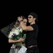 ชมคลิปสุดหวาน ..หอบดอกไม้เซอร์ไพร้ซ์ นัท มีเรีย กลางคอนเสิร์ต