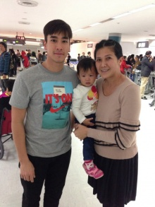 ชื่นชม ณเดช น้ำใจงาม ช่วยแม่ลูกอ่อนหิ้วกระเป๋า ที่ สนามบิน ญี่ปุ่น