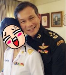 เพิ่งถึงบางอ้อก็วันนี้!!! พลเอกทหารใหญ่ท่านนี้ ในภาพ เป็นพ่อของสาวคนนี้