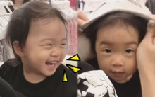 """เมื่อแม่กุ๊บกิ๊บพา """"เป่าเปา"""" ไปช็อปปิ้ง หัวเราะมีความสุขสุดๆ เห็นแล้วเอ็นดู ฟินอะไรขนาดนั้นลูก!! (มีคลิป)"""