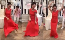 """มาดูลีลา """"อั้ม พัชราภา"""" เต้นเพลงผู้สาวขาเลาะ สุดเหวี่ยง!! ไม่แคร์ชุดราตรี!! (มีคลิป)"""