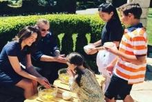 ดีงาม ปุ๋ย พรทิพย์ ฉลองสงกรานต์ จัดพิธีรดน้ำดำหัว ปลูกฝังความเป็นไทยให้ลูกๆ
