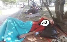 หนุ่มลงทุนปูเสื่อนอนข้างถนน ทุ่มเทเพื่อความฝัน พอซูมหน้าชัดๆที่แท้คือนักร้องดังคนนี้?