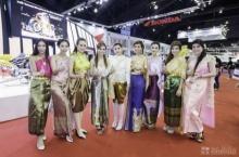 งามอย่างไทย!!! พริตตี้ รวมตัวใส่ชุดไทยเฉิดฉายในมอเตอร์โชว์!!