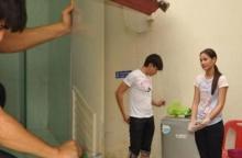 ณเดช์ - ญาญ่า โคตรหัวใจงาม!! ล้างห้องน้ำวัดแบบไม่ถือตัว!