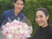 มาแบบเขินๆ!!!มิน พีชญา อวดภาพแฟนหนุ่มหอบดอกไม้มาให้ แฟนๆอิจฉาแรง