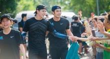 รวมภาพ!! บอย-เจมส์จิ-เต้ย แท็กทีมร่วม ก้าวคนละก้าว กับ พี่ตูน