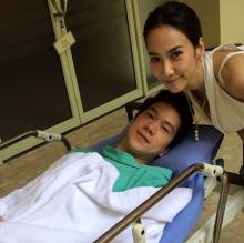 น่ารักเว่อร์ๆ !! อั้ม พัชราภา นอนเฝ้าไข้ ไฮโซแอมป์ หลังผ่าตัด