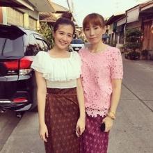 สวยงามอย่างไทย !! โฟกัส จีระกุล สวมชุดไทยไปทำบุญกับคุณแม่