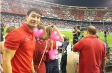 ป้อง ณวัฒน์ ไปดูฟุตบอลที่สเปนกับใคร? แลดูแฮปปี้เว่อร์!!