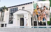 """บ้านหลังใหญ่แสนอบอุ่นของ """"ก้อย รัชวิน"""" กับสไตล์โมเดิร์นและลงตัว"""