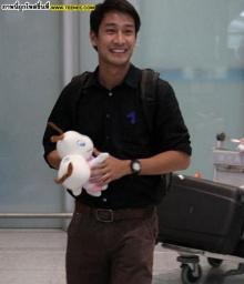 ป้องเยือนจีน!อาหมวยแห่กรี๊ดต้อนรับล้นสนามบิน