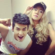 Pic : ดีเจนุ้ย กับลุคสาวสวย ปะทะ นักร้องซุปตาร์