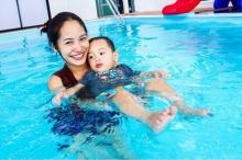 คุณแม่พลอย พา น้องแพนเตอร์ - น้องพูม่า ขี่ห่วงยาง เริงร่าเมื่อได้เล่นน้ำ
