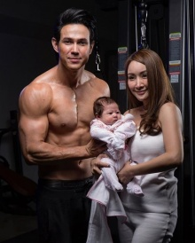 ใครบอกว่ามีลูกแล้วแซ่บไม่ได้ เจจินตัย อวดหุ่นฟิตกล้ามล่ำ