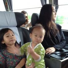 ภาพตุ๊ก ชนกวนันท์พาน้องแพรว-น้องภูมิพักใจที่เกาหลี