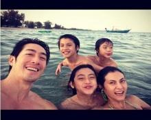สุดอบอุ่น ครอบครัววรรธนะสินยกบ้านเที่ยวทะเล