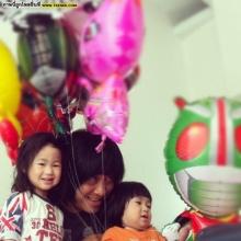 Pic : อัพเดทภาพครอบครัวสุดอบอุ่น เปิ้ล นาคร