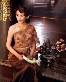 รับสงกรานต์ กับ สาวๆในชุดไทย