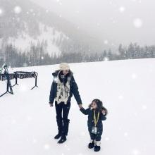 พอลล่า เอ็ดเวิร์ด พาน้องไลลาเที่ยว LA หัดเล่นสกี