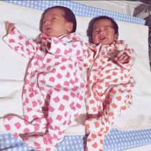 อัพเดทภาพ 2ฝาแฝด ลูกสาวเอม พินทองทา นับวันยิ่งน่ารัก