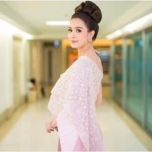 เบนซ์ ปุณยาพร เดินแบบในชุดไทย งามสง่า สวยเลอค่า
