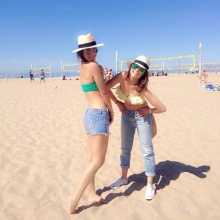 2 เพื่อนซี้ เอมี่ กลิ่นประทุม -เอมมี่ มรกต กับบิกินี่เก๋ ๆ ที่ชายหาดใน LA