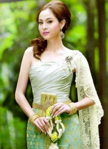 ซุปตาร์นางเอก ประชันสวยในชุดไทย