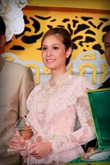 Pic : ขวัญ อุษามณี กับชุดไทย งดงามยิ่งนัก