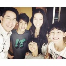 pic::พ่อเจ กับลูกๆ หน้าตาดีทั้งบ้านจริงๆ