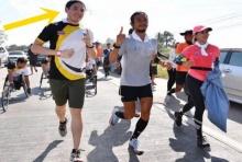 หล่อ มาดดี โปรไฟล์แน่น!! สาวถามกันสนั่น ผู้ชายที่วิ่ง ข้างพี่ตูน เขาคือใคร?