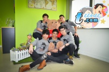 5 หนุ่มบอยแบนด์ Mad Monkeys กับพี่หมี TEENEE.COM
