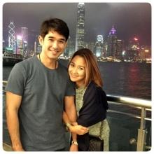 Pic : ลิฟท์ ควง หญิง ภรรยาสาว สวีทหวาน ณ  ฮ่องกง