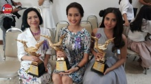 """ตุ๊ก เดือนเต็ม นำทีมศิลปินดารา เข้ารับรางวัล """"คนไทยตัวอย่าง"""""""
