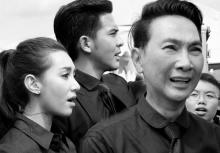รวมภาพเหล่าคนดัง ร่วมร้องเพลงสรรเสริญฯ ณ บริเวณท้องสนามหลวง