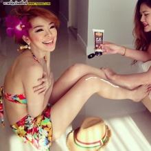 Pic : หญิงแย้ อวดหุ่น ชิลล์เล่นน้ำกับเพื่อน ๆ จ้า