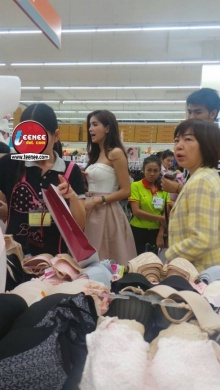 อุต๊ะ!! ปู ไปรยา เลือกชุดชั้นในกลางห้างดัง