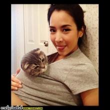 น่ารักอ่ะ !! จั๊กจั่น กับ จูเนียร์ น้องแมวตัวโปรด