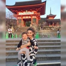 อบอุ๊น อบอุ่น !! คุณแม่ซาร่า ควง น้องแม็กซ์เวลล์ ตะลุยเที่ยวญี่ปุ่น