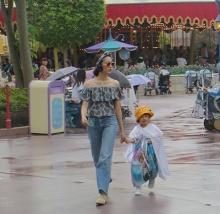 แฟชั่นนิสต้าตัวแม่ ไอด้า จูงมือลูกสาว น้องลัลลาเบล กับชุดน่ารักๆ