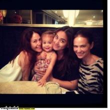 ไลลา เจน บัทเทอรี่ กับเเก๊งเพื่อนเเม่ๆสุดน่ารัก :D