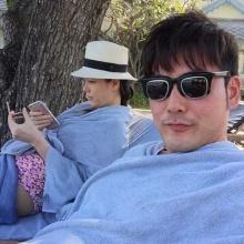 Pic : เอ็ม อภินันท์ ควงพาภรรยาและลูกแฝด เที่ยวทะเล