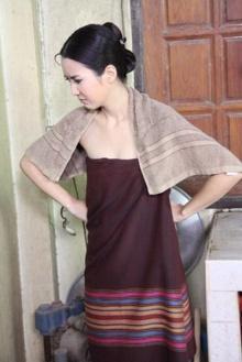Pic : จั๊กจั้นใส่ผ้าถุงสวยอย่างไทยๆ