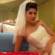 มากี้ ราศรี สวยหวานกับชุดแต่งงานในกองละคร รากบุญ